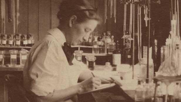 Daring Women Doctors