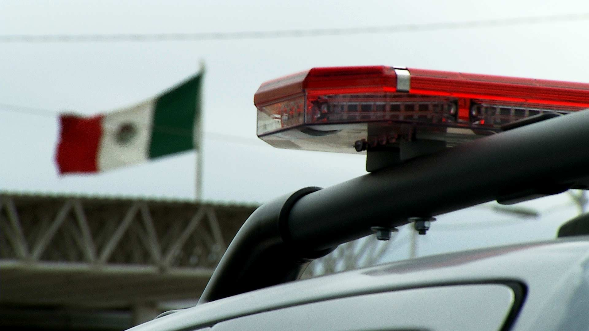 The lights atop a vehicle belonging to Agua Prieta, Mexico police. A Mexican flag is visible in the background. October 2019.