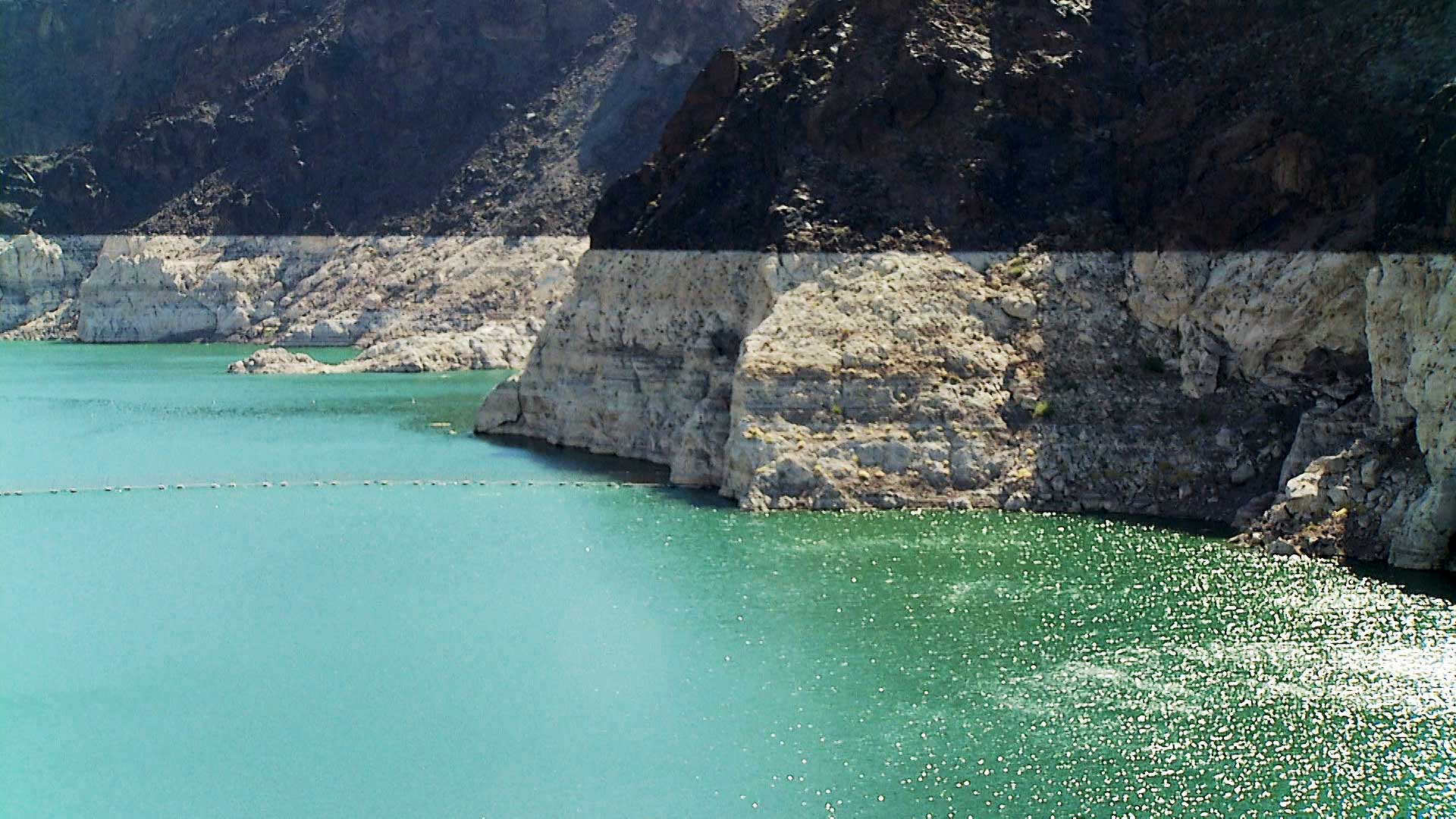 The so-called bathtub ring in Lake Mead.