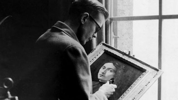 Sergeant Kenneth Lindsay with a School of Botticelli portrait at Wiesbaden Collecting Point (1945).